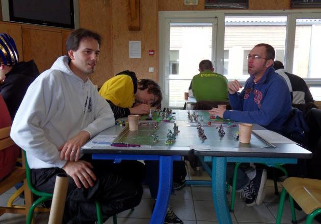 Nathaniël (à gauche) face au coach Joh.