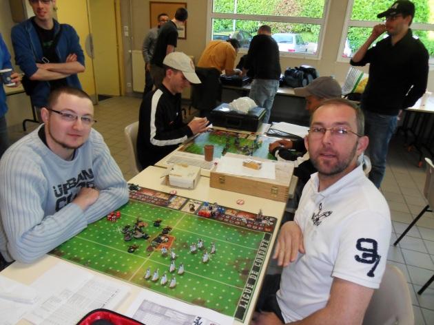 1/2 finale: le Doc (à gauche) réussit l'exploit de sortir le champion en titre Joh (à droite).
